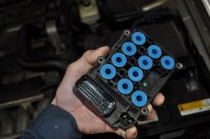 ボルボ ABSユニット修理