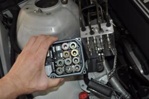 BMW E39 ABSユニット取り外し