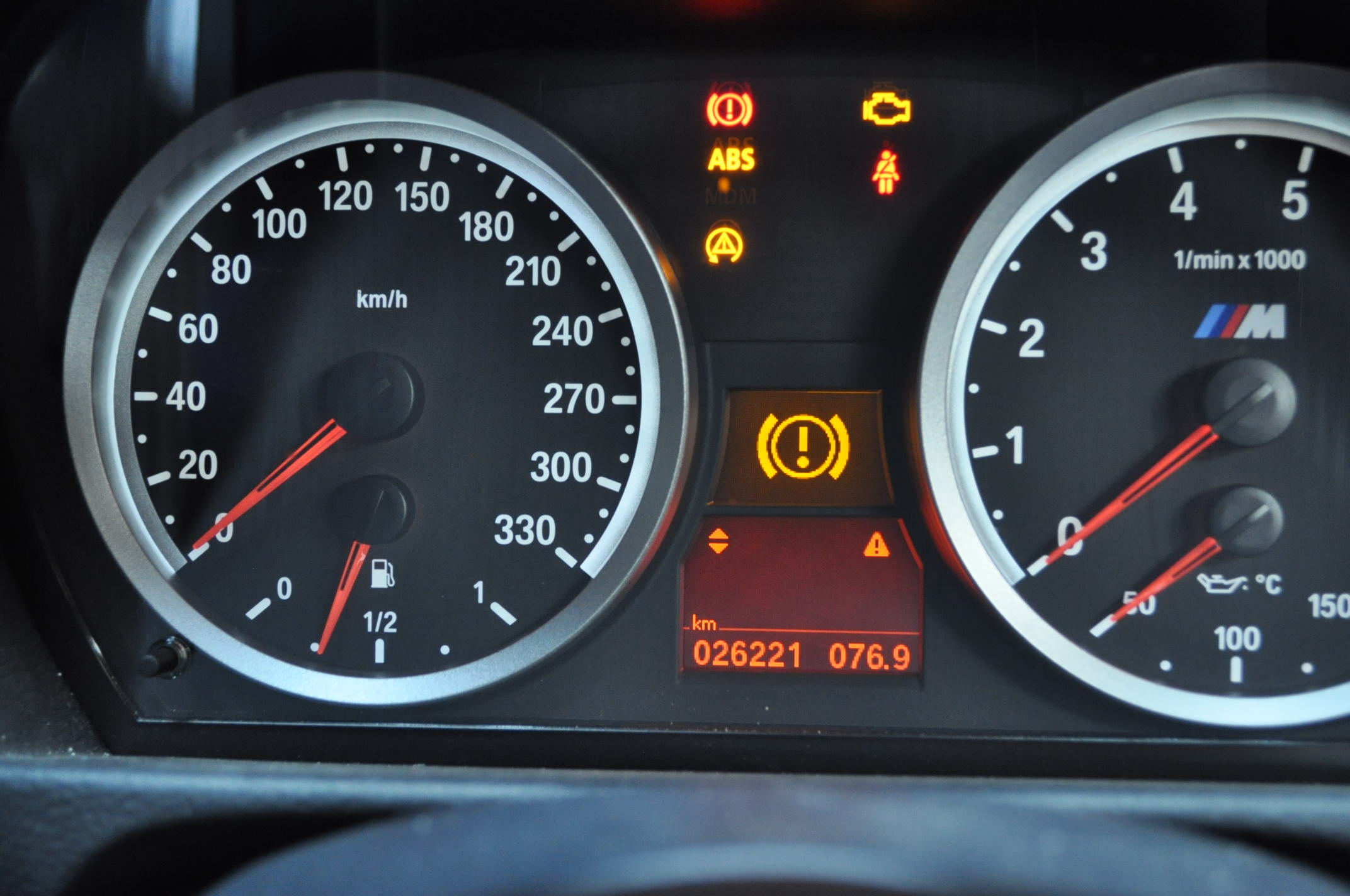 GT-R、ABSユニット故障時のランプ点灯の様子1