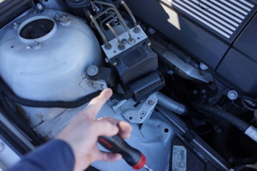 2015 BMW E90 DSCポンプユニット修理・E39 E46