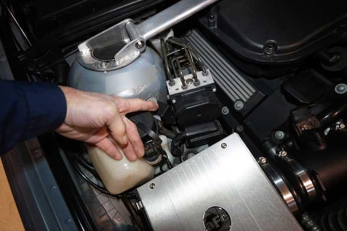 BMW E39 ABS取り付け場所