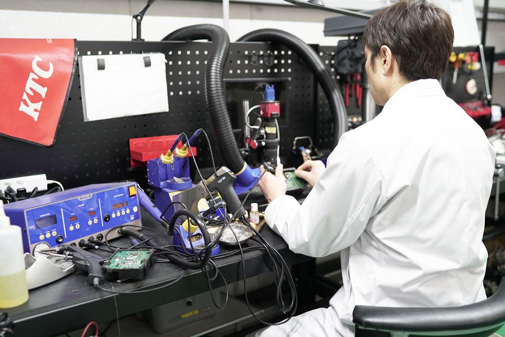 ABSユニット修理作業