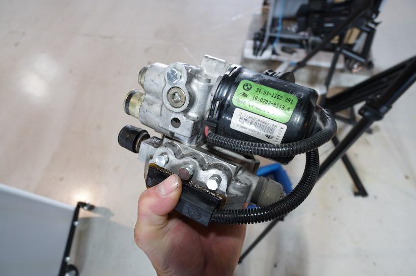 BMW E36 ABSユニットの写真2