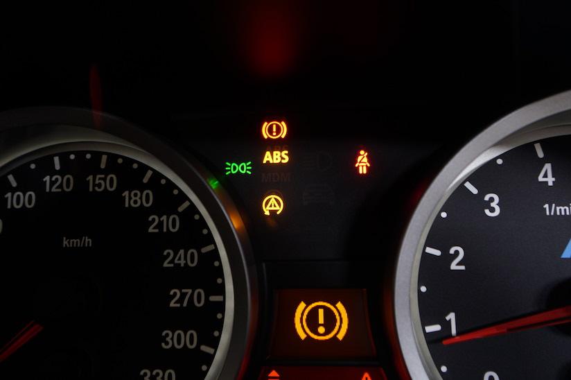 BMW E92 DSCユニット故障時のランプ点灯の様子2