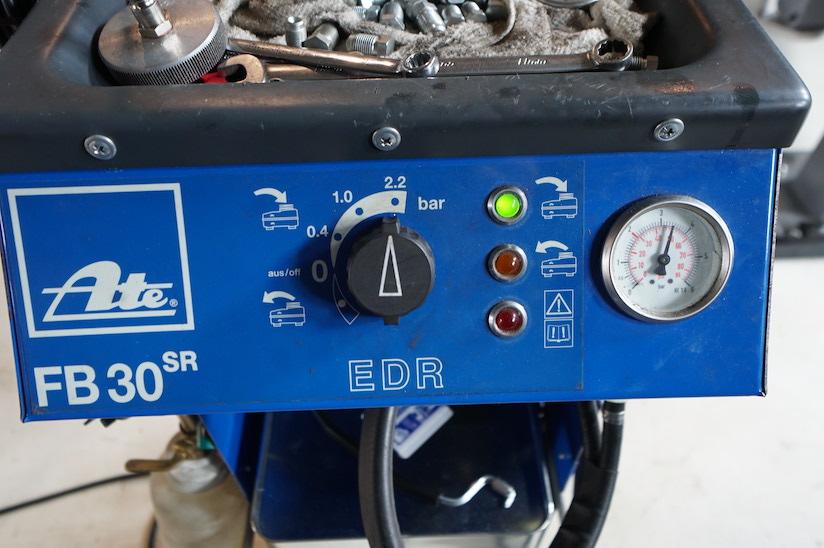 ブレーキ圧送機