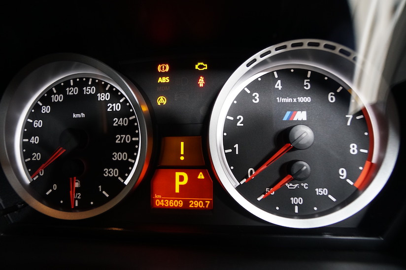 BMW E92 DSCユニット故障時のランプ点灯の様子1