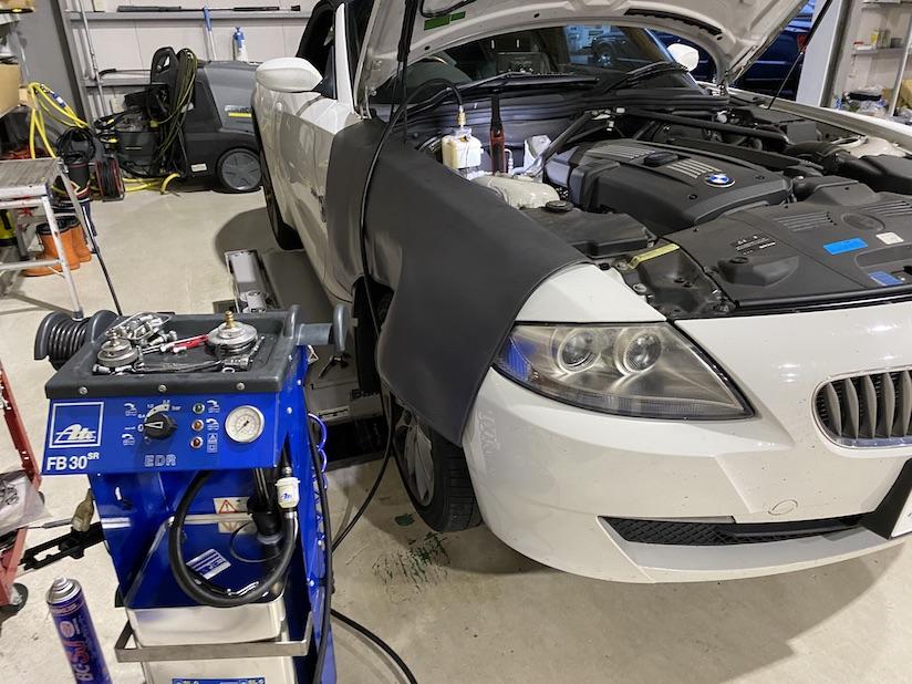 BMW Z4 ABSエア抜き作業