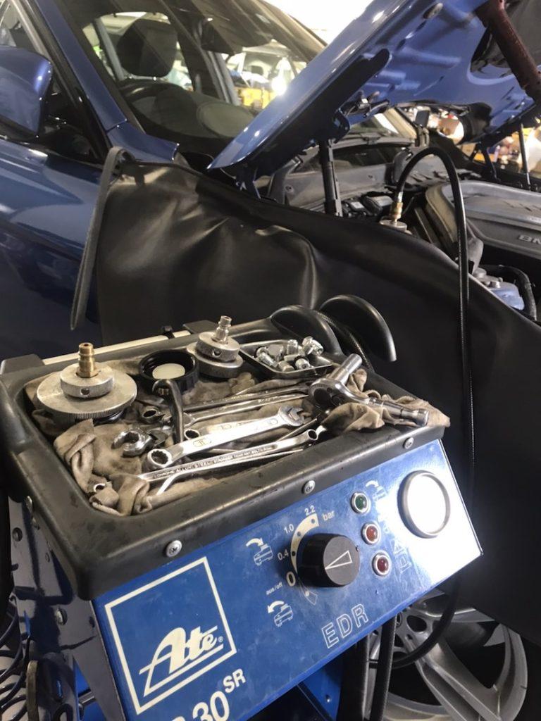 圧送機でのオイル交換