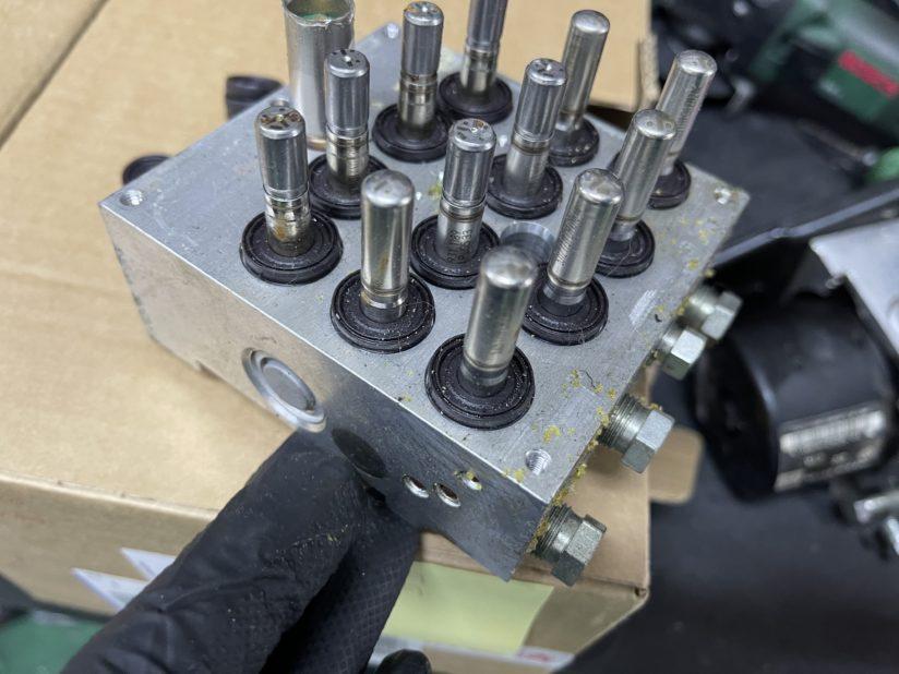 ABSユニットポンプ部分
